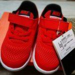 赤いスニーカーのプレゼント